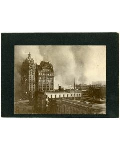 Call building in flames, 1906 April 18, San Francisco [From Kearny St.]