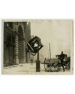 Market St., Powell to Stockton. Clock in front of Baldwin Jewelry Co. Flood Bldg.? 1906